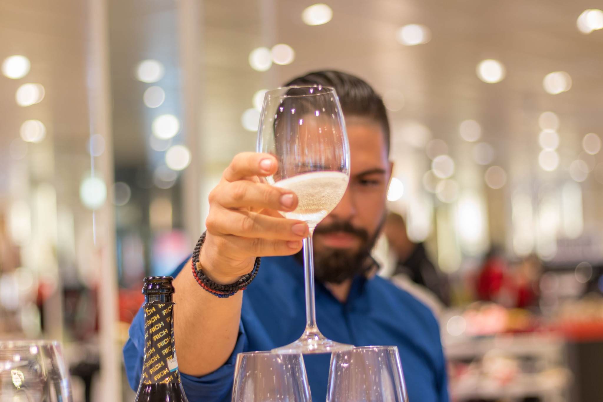 You are currently viewing Best Sparkling Wines from Around the World That You Must Try